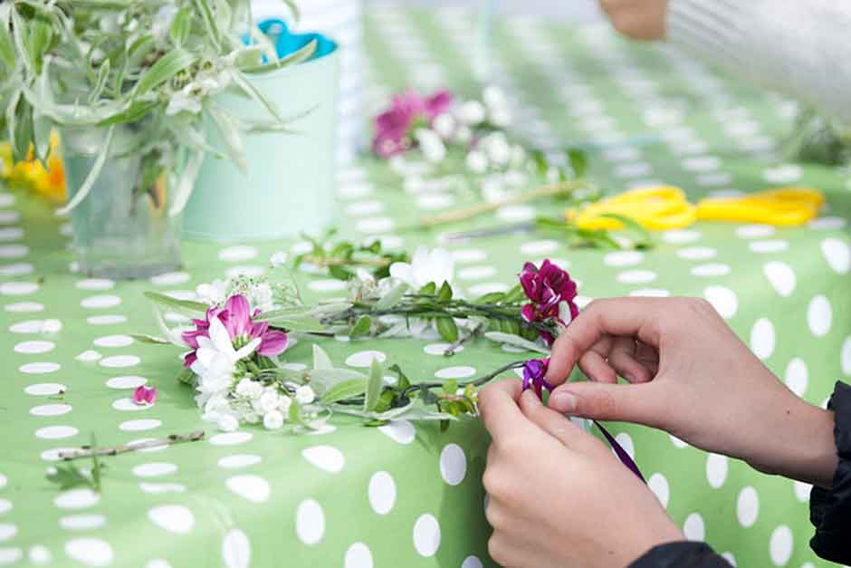 flower workshop at an on tour event